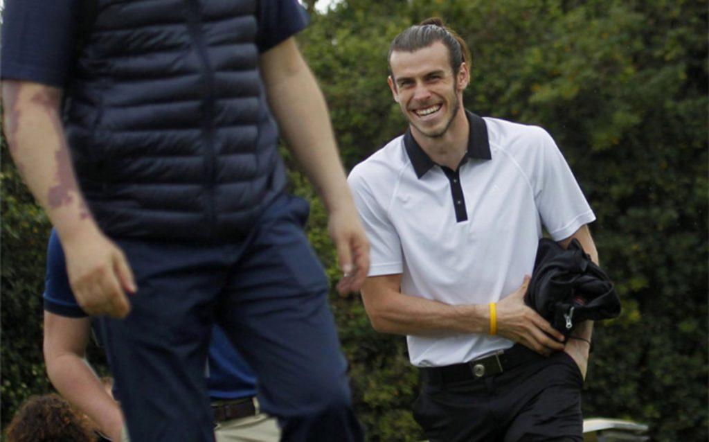 Aksi Bale saat berhasil melakukan hole in one